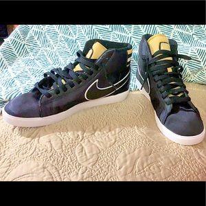 Nike Blazer High Top sneaker  SATIN black/ GOLD